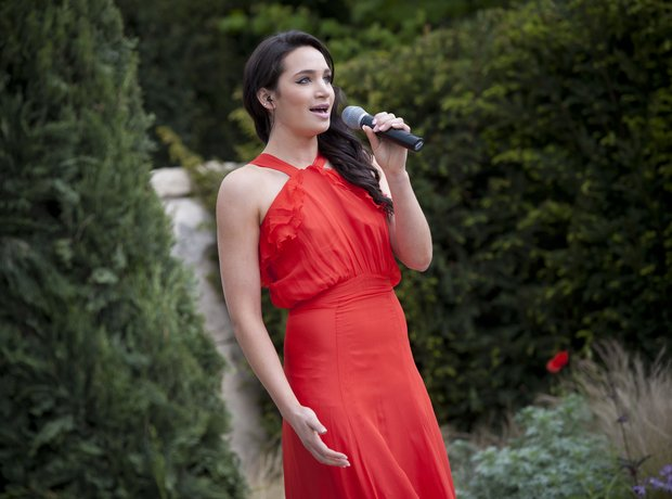 Laura Wright performs live