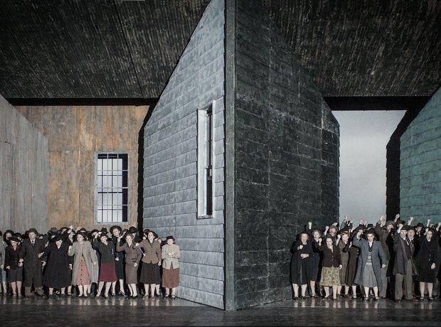 Peter Grimes ENO 2014 chorus